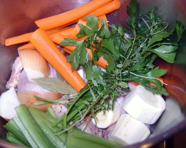 Energijos teikiantis veršienos,vištienos, daržovių sultinys