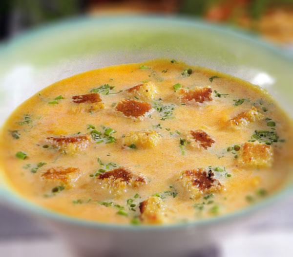 Trinta morkų sriuba rudens stalui su skrebučiais