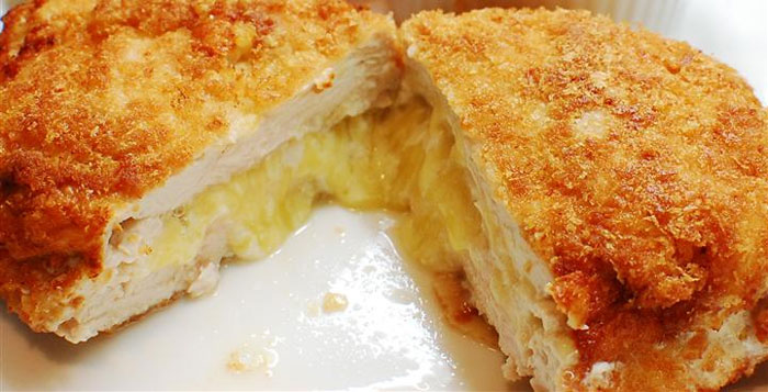 Įdaryti vištienos kepsneliai su sūriu ir petražolėmis.