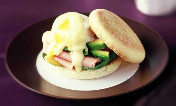 Benediktinų kiaušinių užkandis su olandišku padažu
