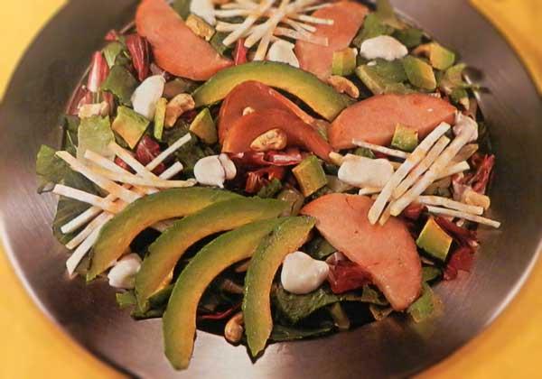 Vištienos salotos su avokadu