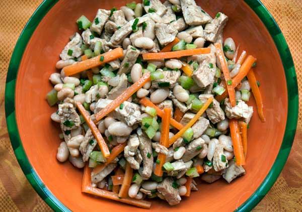 Vištienos ir pupelių salotos
